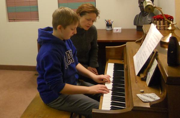 Piano Lesson For All Ages At Niagara Creative Arts Centre
